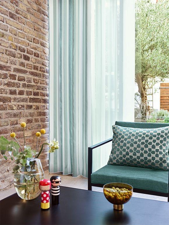 Tynde gardiner i grøn nuance