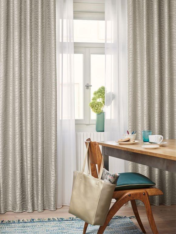 Gennemsigtige gardiner inderst