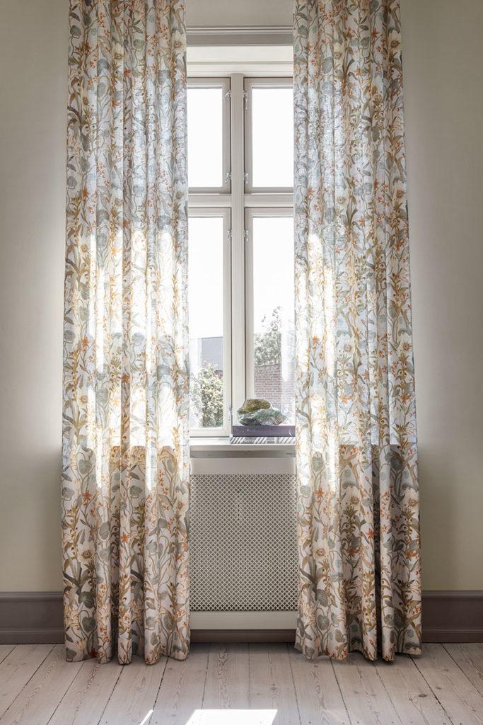 Brune gardiner med Beige og grøn mønster