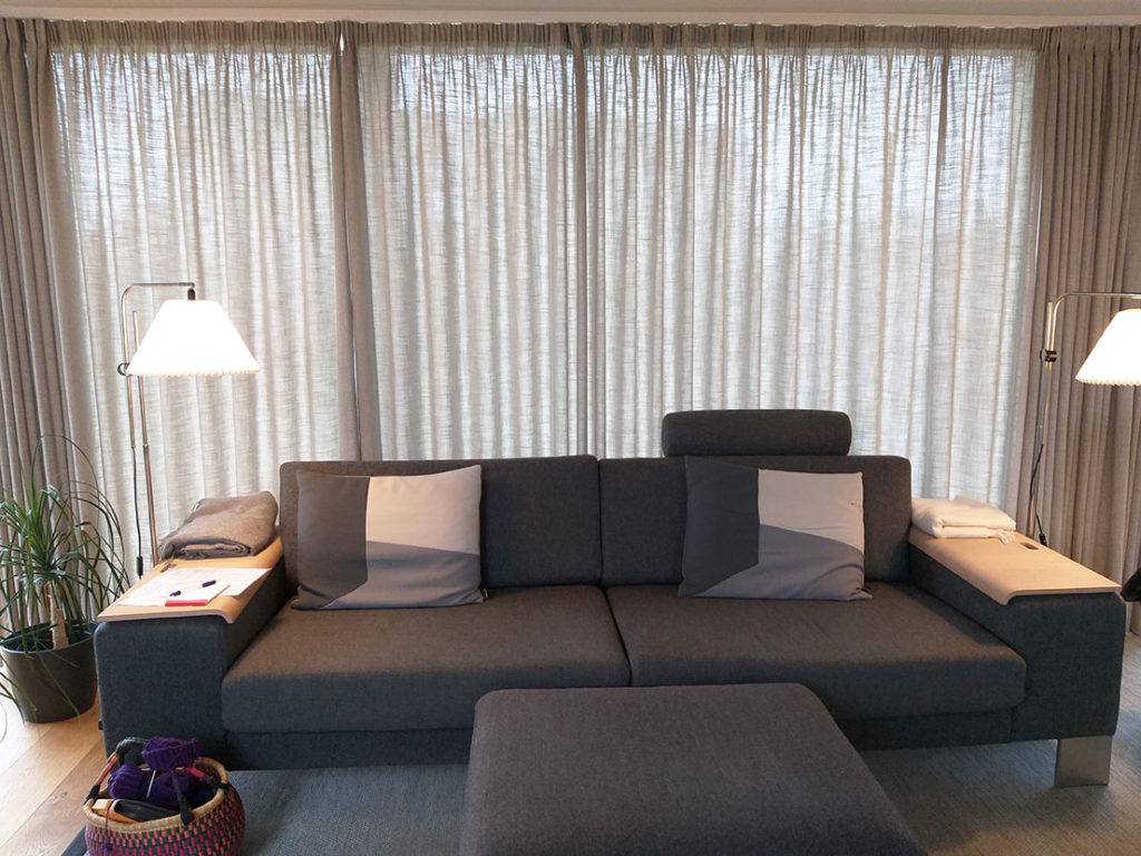 Lange gardiner i stue
